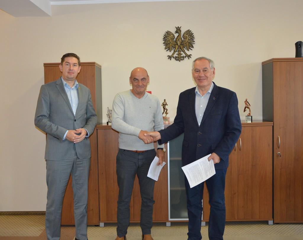 Podpisanie umowy na remont drogi w Ładzy.jpeg
