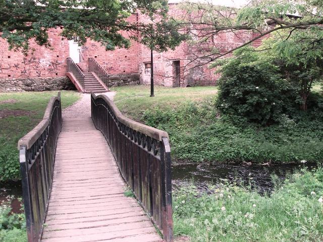 Mostek na Młynówce.jpeg