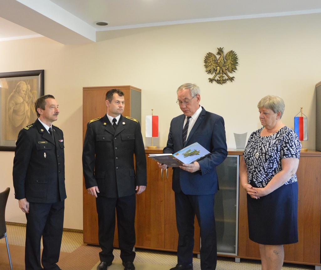 Strażak Mariusz Honc nagrodzony przez Starostę Namysłowskiego 004.jpeg