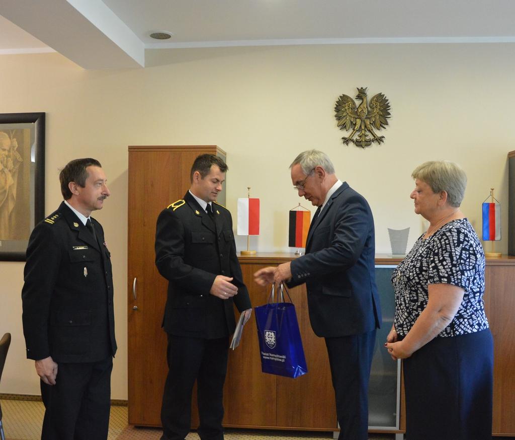 Strażak Mariusz Honc nagrodzony przez Starostę Namysłowskiego 010.jpeg