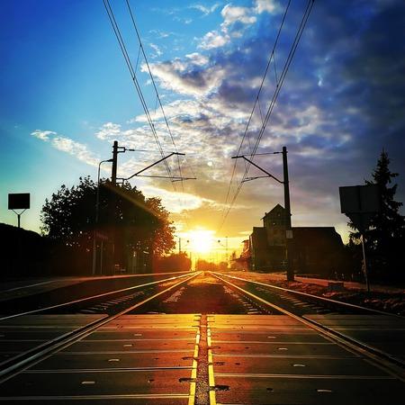 Przejazd kolejowy w Wilkowie, zachód słońca - gmina Wilków, powiat namysłowski (fot. Barbara Jarmuszewska)