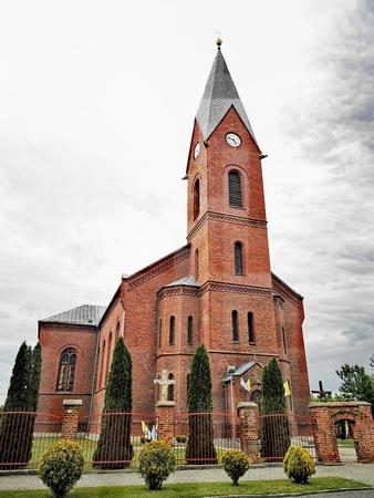 Kościół św. Stanisława Biskupa w Fałkowicach - gm. Pokój, powiat namysłowski (fot. Barbara Jarmuszewska)