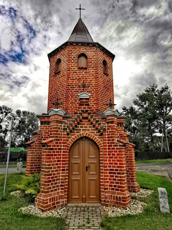 Kapliczka w Domaszowicach - gmina Domaszowice, powiat namysłowski (fot. Basia Jarmuszewska)