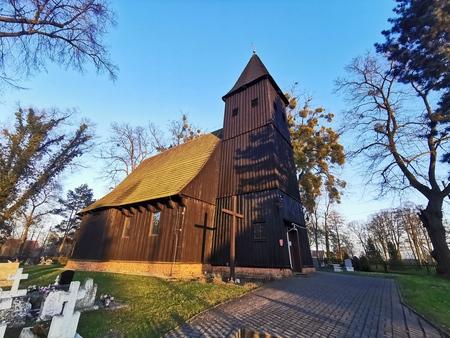 Kościół św. Jadwigi Śląskiej w Woskowicach Górnych, gm. Domaszowice, powiat namysłowski (fot. Barbara Jarmuszewska)